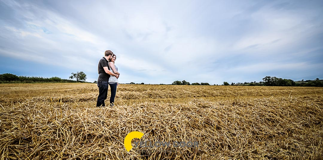 Engagement photos in Hardwick, Buckinghamshire